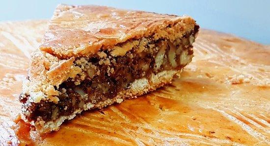 無印で買える?スイスの伝統菓子「エンガディナー・ヌストルテ」のレシピや人気店、カロリーなどをご紹介!