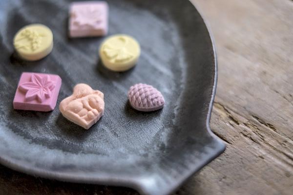 【1分でわかる】「和三盆」とは? 素材と作り方がふつうの砂糖とは違う