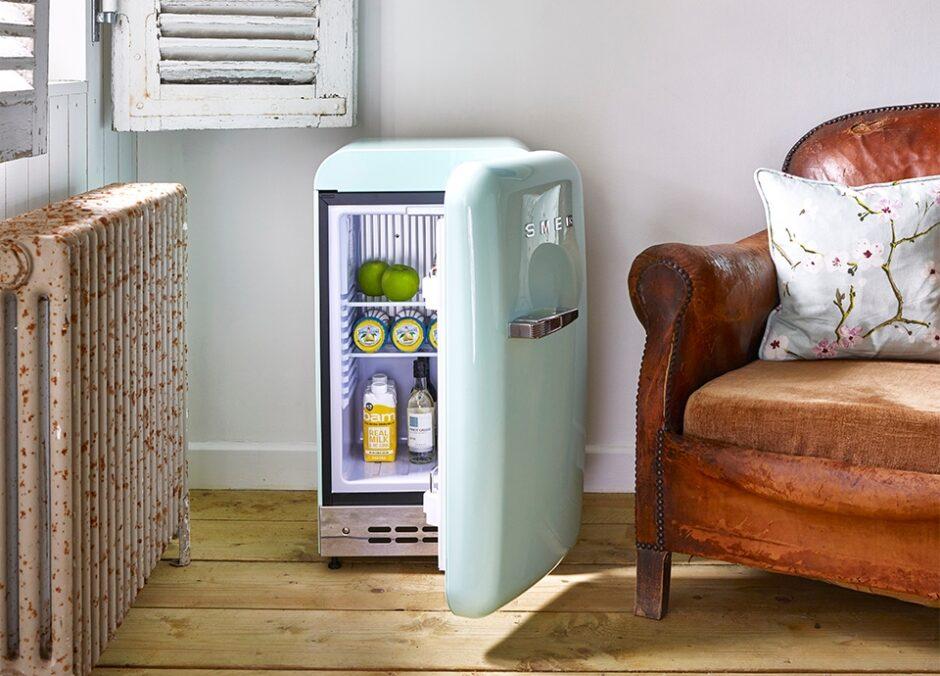 寝室や一人暮らしに!おしゃれな小型冷蔵庫・安い順7選