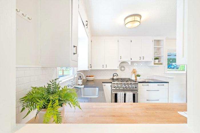 拭けるから掃除が楽!おすすめの透明キッチンマット・1選